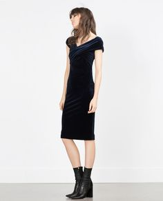Crushing on this velvet dress. Germany Fashion, Dedicated Follower Of Fashion, Blue Velvet Dress, Zara New, Zara Women, Dress Collection, Ideias Fashion, Fashion Ideas, Evening Dresses