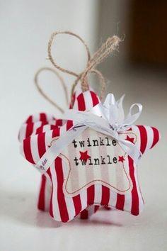 Kersthanger, gebruik ipv streepjesstof een streepjesvilt. Kijk voor vilt eens op http://www.bijviltenzo.nl/