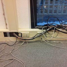 Kabelmanagement zoals we het liever niet zien. Op zoek naar vloerdozen, vloerkanalen of andere oplossingen voor bekabeling? Office Cabling Systems adviseert u bij iedere situatie. www.ocsystems.nl