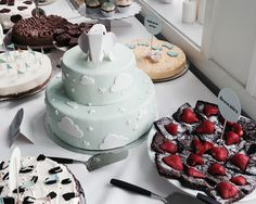schaut euch den kleinen vitra-elefanten auf der torte an! Baby Shower Treats, Baby Shower Cakes, Cloud Cake, Cupcake Cookies, Party Cakes, Eat Cake, Food Inspiration, Love Food, Cake Recipes
