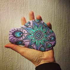 Påfugl Mandala #malpåsten#sten#mandala#doodle