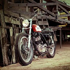 More images which may inspire your build, day, life or simply provide enjoyment via thoughtful design and beautiful curves. Yamaha Sr400, Ducati Scrambler, Yamaha Motorcycles, British Motorcycles, Bobber, Scooters, Honda Nighthawk, Sr 500, Tracker Motorcycle
