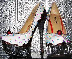 cupcake heels by STEAMHATTER on Etsy Shoes and Cupcakes, what could be better?