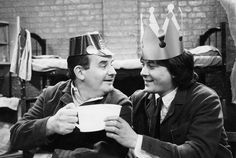 Ronnie Barker & Richard Beckinsale - Porridge Porridge Tv Series, Richard Beckinsale, Ronnie Barker, David Jason, Are You Being Served, Classic Comedies, Uk Tv, Comedy Tv, Tv Presenters