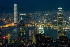 Hong Kong by Prachanart Viriyaraks