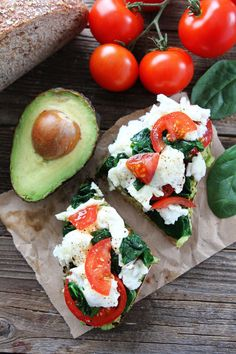 Avocado Toast with Eggs, Spinach, and Tomatoes | 21 Make-Ahead, High-Protein Lunches Under 500 Calories