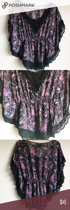 Forever 21 Flowy Floral Blouse - Good Condition - Flowy sleeves  - 100% Polyester - Size S - From the brand Forever 21 Forever 21 Tops Blouses