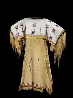Cheyenne buckskin dress w elk teeth mike 39 s heritage for Cheyenne tribe arts and crafts