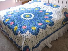 VINTAGE CHENILLE BEDSPREAD~Excellent Condition~92x100~Blue Circle~Pink Flowers