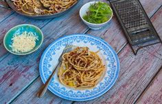 Need some last minute Thursday night dinner inspiration?  How about a quick and tasty proper carbonara, on your table in under 15 minutes!   http://thehappyegg.co.uk/proper-carbonara/