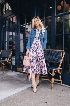How to Find Your Perfect Denim Jacket - Glam Life Living : Floral dress with denim jacket Modest Outfits, Skirt Outfits, Modest Fashion, Fashion Dresses, Apostolic Fashion, Modest Wear, Modest Clothing, Glamorous Outfits, Classy Outfits