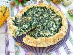 La torta salata ricotta e spinaci è un classico tra le torte salate a base di pasta sfoglia... facile e veloce da preparare e che accontenta un po' tutti.