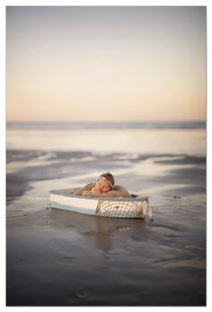 Amazing outdoor newborn.. at the beach.I would love to have a newborn session while I am in Hawaii!!