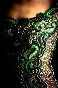 """Платье """"Эсмеральда"""" - Ася Вертен. Irish crochet. Irská krajka. Модели в технике ирландского кружева. Пряжа зеленых оттенков черного и бежового. Yarn shades of green, black and beige.Handmade. Dress. Бурдон. Гусеничка. Irish Crochet bourdon."""