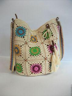 Купить или заказать вязаная сумка-торба, бабушкин квадрат в интернет-магазине на Ярмарке Мастеров. ПРОДАНО. Яркая, стильная и очень удобная сумка на каждый день. Сумка связана крючком из 100% мерсеризованного хлопка популярными мотивами 'бабушкин квадрат'. Отделка (донышко, ремень) выполнена из качественной натуральной итальянской кожи красивого каштанового цвета, отлично гармонирующего с цветом пряжи. Все швы по коже выполнены вручную. Кожаные держатели ремня крепятся к сумке хольнит...