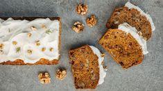 Máte rádi vláčné koláče, ale zároveň se snažíte při pečení používat zdravější suroviny? Propašujte do těsta strouhanou mrkev apochutnejte si na jednoduchém špaldovém chlebíčku sořechy avoňavým kořením. Díky mrkvi je parádně šťavnatý! Banana Bread, Carrots, Muffin, Cookies, Breakfast, Healthy, Sweet, Recipes, Crack Crackers