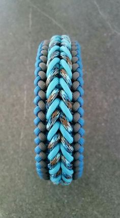 http://blog.swiss-paracord.ch/portfolio-item/bennos-happiness/ Colors: Neon Turquoise,  Abyss, Charcoal Grey,   Caribbean Blue