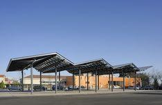 École et halle de marché, La-Tour-de-Salvagny, Rhône, France