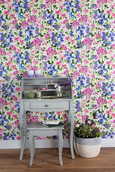 Exclusive Isabelle Boxall Sweet Pea wallpaper pattern.