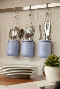 Make yourself glass jars in your home decor Loved it ! One more organizational tip for your kitchen. With some glass jars you . Little Kitchen, Diy Kitchen, Kitchen Decor, Kitchen Utensils, Kitchen Ideas, Decorating Kitchen, Glass Kitchen, Home Hacks, Diy Hacks