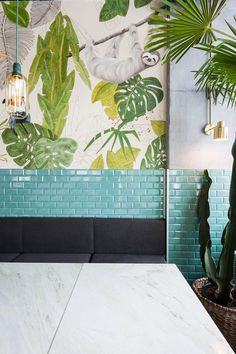 Kane World Food Studio Restaurant & Bar Bucarest / Romania / 2017 - Bogdan Ciocodeica Botanical Interior, Tropical Interior, Tropical Design, Tropical Style, Design Bar Restaurant, Cafe Restaurant, Hawaiian Restaurant, Architecture Restaurant, Bad Inspiration