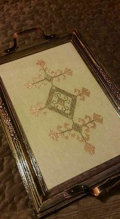 Palestinian Embroidery, Diy And Crafts, Decorative Boxes, Cross Stitch, Tray, Sewing, Crochet, Trays, Amigurumi