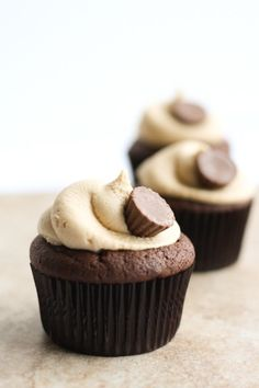 (via chocolate (shared) / Perfect Road Trip food right? - Peanut Butter Cup Cupcakes #PinMyEncore)