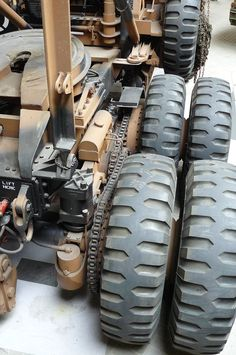 rearwheels - Tank Transporter - rear wheels driven by chainsWikipedia Rc Cars And Trucks, Big Rig Trucks, Custom Trucks, Cool Trucks, Custom Big Rigs, 6x6 Truck, Jeep Truck, Army Vehicles, Armored Vehicles