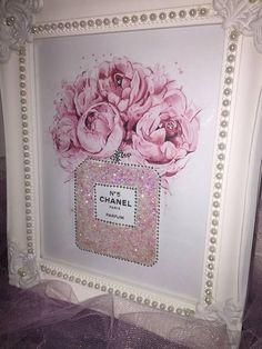 Scintillant bubblegum rose paillettes magnifique cadre Chanel. Cadres sont A4 en...