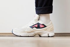 Are there any alternative shoes (of similar style) to the Raf Simon Adidas ozweegos?
