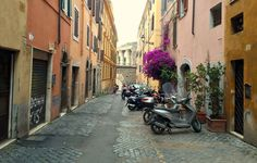 Explore the neighborhood of Monti during your honeymoon in Rome! Enjoy a romantic walk around this beautiful city! | LivItaly