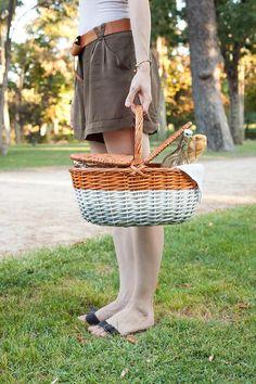 DIY Cesta de picnic color degradado · DIY Ombre picnic basket · Fábrica de Imaginación · Tutorial in Spanish Straw Bag, Picnic, Basket, Diy, Bags, Stuff To Buy, Wicker Baskets, How To Make, Handbags