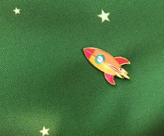 Atomic Rocket Blast Off Lapel Pin - Gold