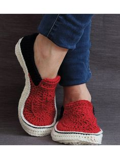 Vans Style Slippers crochet pattern download from Annie's. Order here: https://www.anniescatalog.com/detail.html?prod_id=141006&cat_id=468