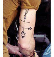 Tatouage sexy pour homme : les mini-tatouages sur les doigts - Cosmopolitan.fr