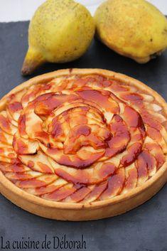 Tarte pommes et coings. Pâte sucrée, compote de coings aux épices, pommes et caramel!  /  Quince and apple tart recipe!
