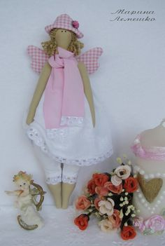 Маленький сундучок: Тильды  This is a great blog and she does beautiful work on her dolls.