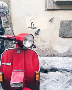 'Lady in red' , @allafiorentina spotted this little hot number out and about in town and I swooned all the way from Texas   Remember to share your best Florence shots by tagging #GirlInFlorence, I'm sharing the best  this month while we're away on our honeymoon/Christmas. ・・・ ❤️❤️ #VespaVita #VespaDispatch