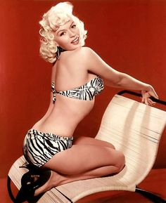 Jayne Mansfield Pin up girl ! Jayne Mansfield, Old Hollywood Glamour, Vintage Hollywood, Classic Hollywood, Hollywood Photo, Hollywood Style, Marylin Monroe, Rock And Roll, Divas