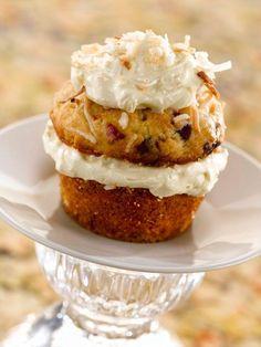 Mini Coconut Cakes with Coconut Cream