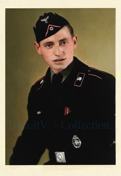 Panzermann wearing a Panzer Assault badge in silver (PAB - Panzerkampfabzeichen) and the Eastern front ribbon.