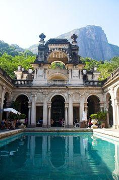 Parque Lage, Jardim Botânico, Rio de Janeiro, Brasil  foto: pátio do Palácio  Veja mais informações e fotos no link abaixo:  http://pt.wikipedia.org/wiki/Parque_Lage