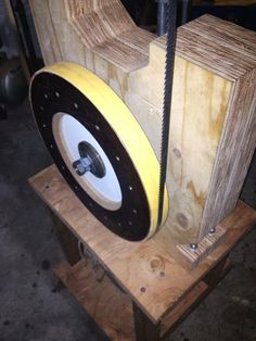 My DIY Bandsaw - 4th Shopmade Woodworking Tool #5: The band wheels and initial success.