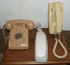 Bugs Bunny Cartoons, Duck Wallpaper, 1970s Cartoons, Old Phone, Plush Dolls, Landline Phone, Adele, Donald Duck, Hawaiian