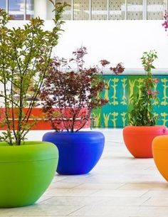 Planter Polyethylene Scoop - Concept Urbain - Fabricant de mobilier urbain – Street furniture manufacturer Street Furniture, Flower Pots, Light Up, Planter Pots, Exterior, Urban, Fabricant, Public Spaces, Farmhouse
