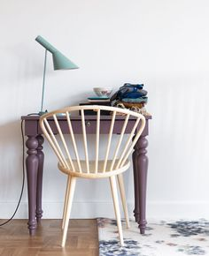 Isn't this just the sweetest little desk setup? I'm completely and utterly in love with that lamp and all it's pale blueness, especially sitting on such a pretty desk with turned legs.