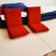 Customers who have installed tatami mats in order to sleep on a futon mattress (shikibuton). Tatami Room, Tatami Mat, People Sleeping, Futon Mattress, Brainstorm, Japanese Style, Floor Chair, Decor Ideas, House