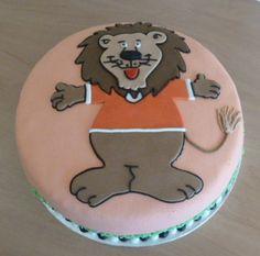 Laat de leeuw niet in zijn hempje staan Latte, Desserts, Food, Tailgate Desserts, Deserts, Eten, Postres, Dessert, Meals
