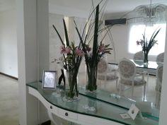 Dressoir con arreglo floral