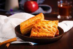 Un ștrudel cu mere, un pas mai aproape de casă! #gustare #strudel #mere #strudelcumere #apples #food #inspiration #foodart #foosporn #healthy #healthydiet #healthysnacks Waffles, Food Porn, Mai, Breakfast, Morning Coffee, Waffle, Treats